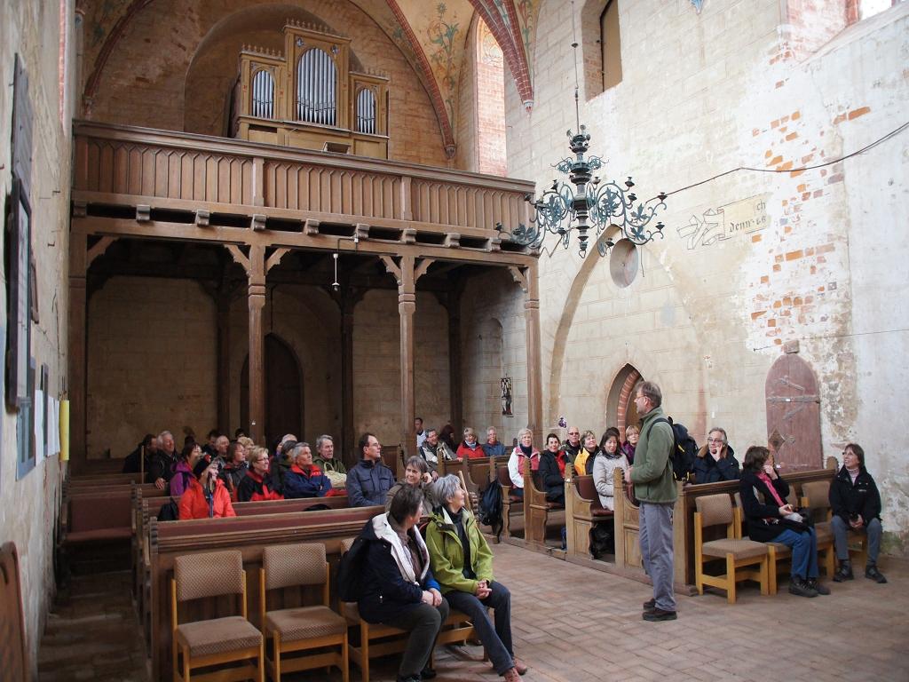 Annenpfad-Innenraum-der-Wallfahrtskirche-Alt-Kruessow