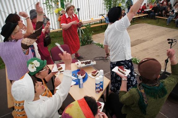 Blandikower-Feldlerchen-Aber-bitte-mit-Sahne-zum-20-Geburtstagsfest