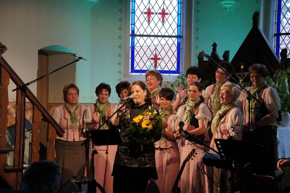 Blandikower-Feldlerchen-bedanken-sich-bei-kathy-Kelly-06-Mai-2012