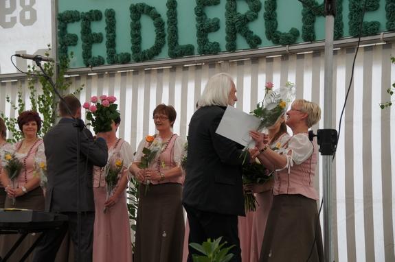 Landtagsabgeordneter-Dieter-Gross-gratuliert-Blandikower-Feldlerchen-zum-20-jaehrigem-Bestehen