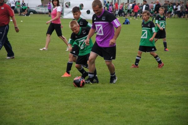 Fußballspiel Eltern-Kinder beim Championsday 2012 der Fussballschule Elser