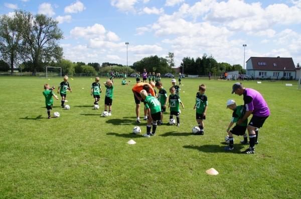 Kids trainieren Übersteiger