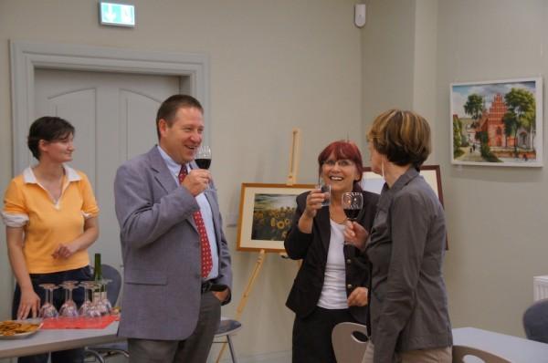 Bürgermeister Holger Kippenhahn bei Wein- und Kunstgenuss im Wegemuseum Wusterhausen - Vernissage und Ausstellungseröffnung Detlef Glöde Blumenthal / Mark