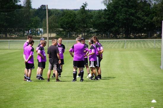 Kids-for-Champions-Trainerstab-Bersprechung-vor-Campbeginn