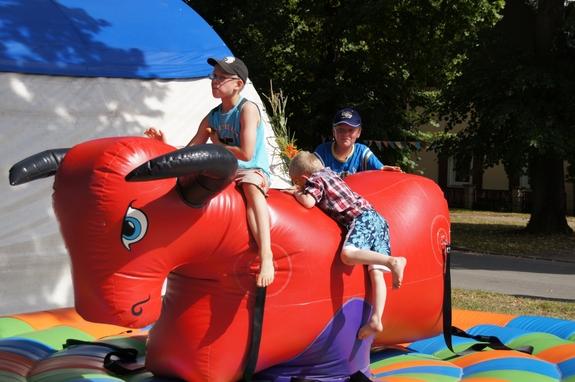 Dorffest-Jabel-2012-Bullenreiten-fuer-Kinder