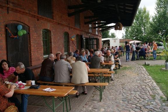 Erntefest-2012-Blandikow-buntes-Treiben-in-der-Doerbb-Tenne-und-auf-dem-Hof
