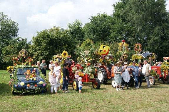 Siegerehrung-Fahrzeuge-erntefest-Blandikow-2012-auf-Festplatz
