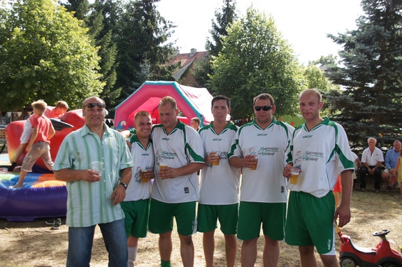 Siegerteam-Malermeister-Fred-Wehland-beim-Fussballturnier-Dorffest-Jabel-2012