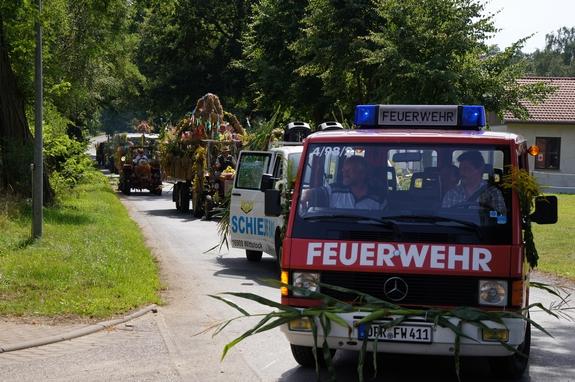 Traktoren-und-Haenger-Parade-Erntefest-Maulbeerwalde-2012