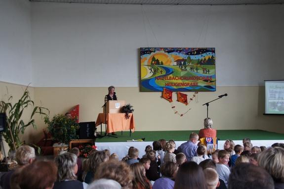 Grussworte-stellvertretende-Buergermeisterin-Christiane-Kressner-zum-Schuljubilaeum