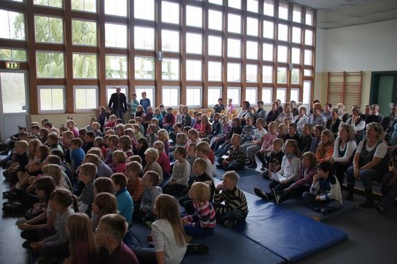 Schueler-und-Besucher-Festveranstaltung-60-Jahre-Schule-Heiligengrabe