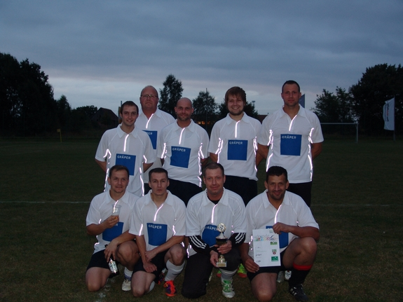 We-are-the-Champions-Graeper-gewinnt-5-Gewerbeturnier-Heiligengrabe-2012