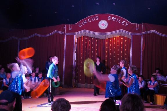 Wurfreifen-Jonglieren-Zirkus-Smiley-aus-Mecklenburg-Vorpommern
