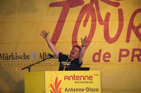 Antenne-DJ-in-Aktion-auf-der-Tourbuehne-2013
