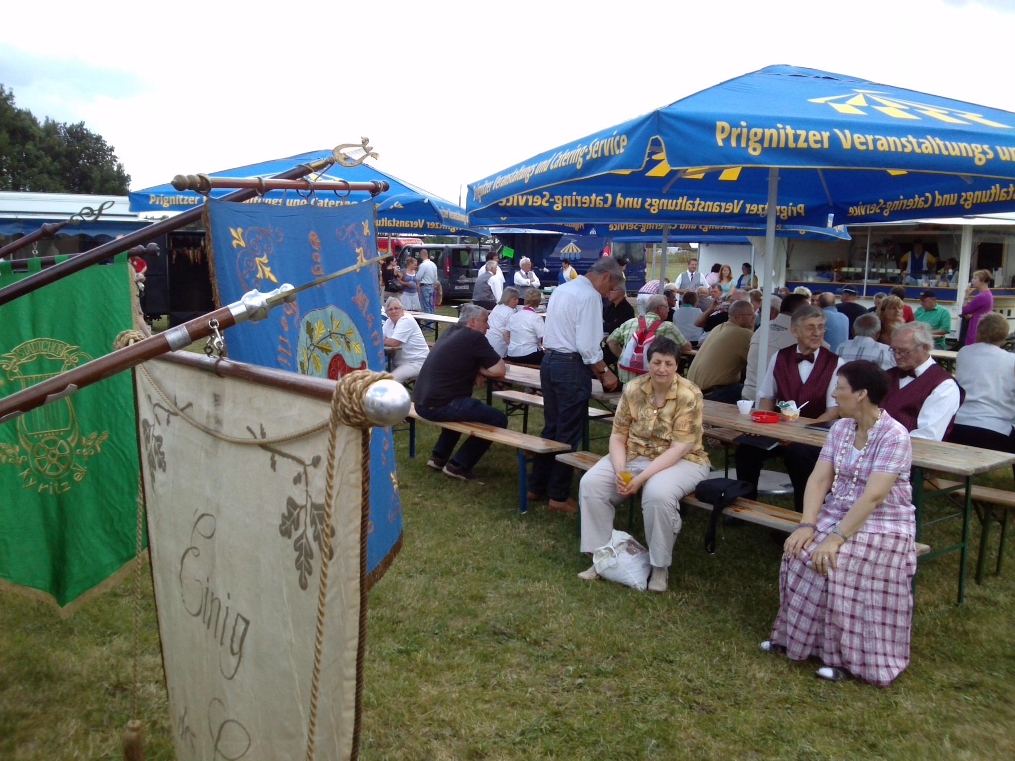 35-Jahre-gemischter-Chor-Heiligengrabe- und-Dorffest-2013-Aussenanlagen-vor-Festzelt