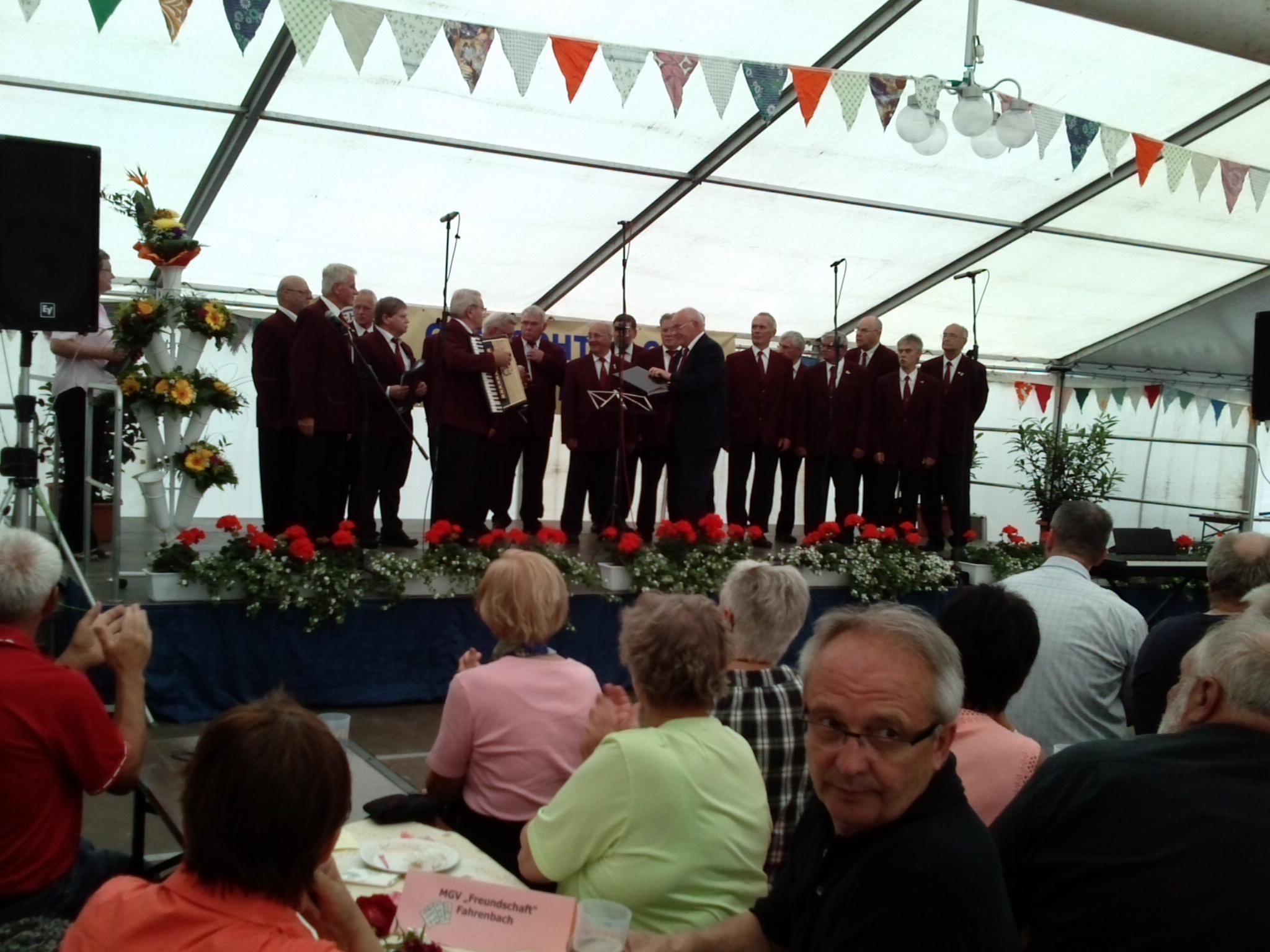 Chorauftritt-bei-Dorffest-und-Chorjubilaeum-Heiligengrabe-2013