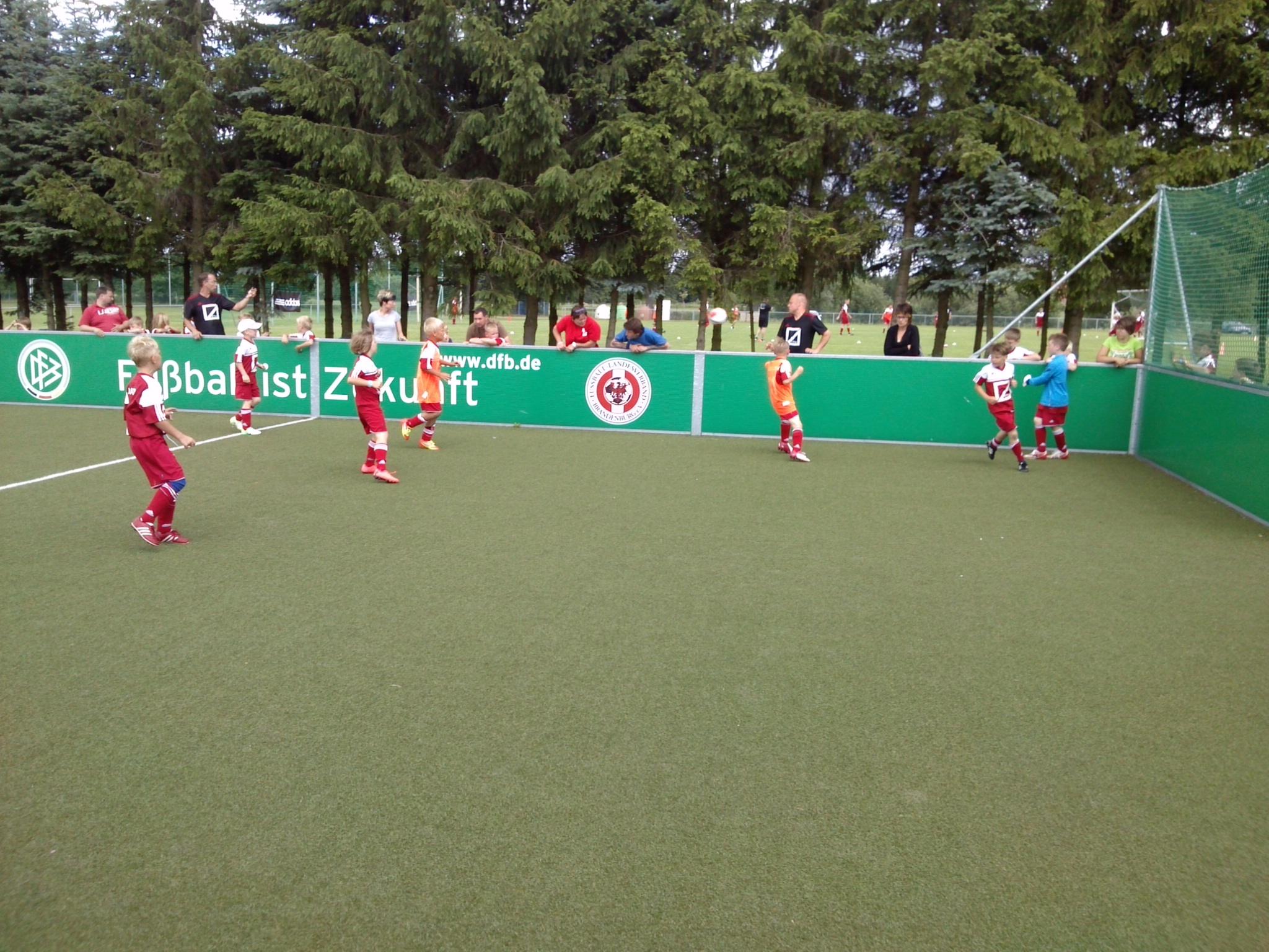 Kleinfeldfussball-beim-Kids-for-Champions-Fussballcamp-Blumenthal-2013