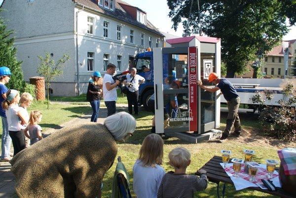 04-Heiligengrabe-Bücherzellen-Installation Jabel